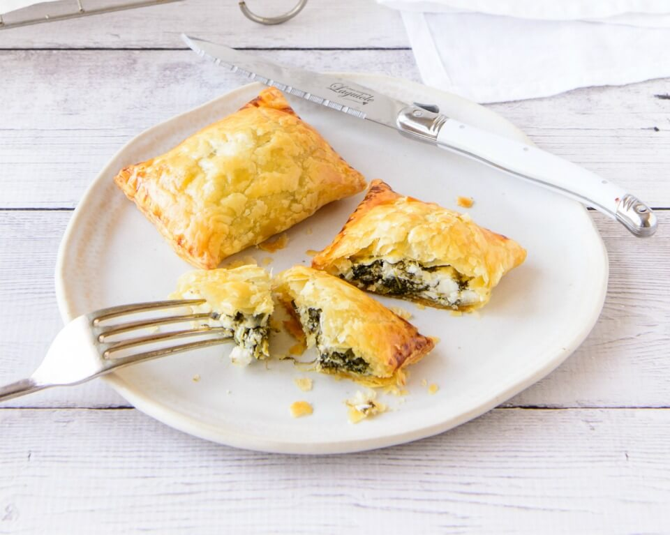 5 ingredient spinach and feta puffs