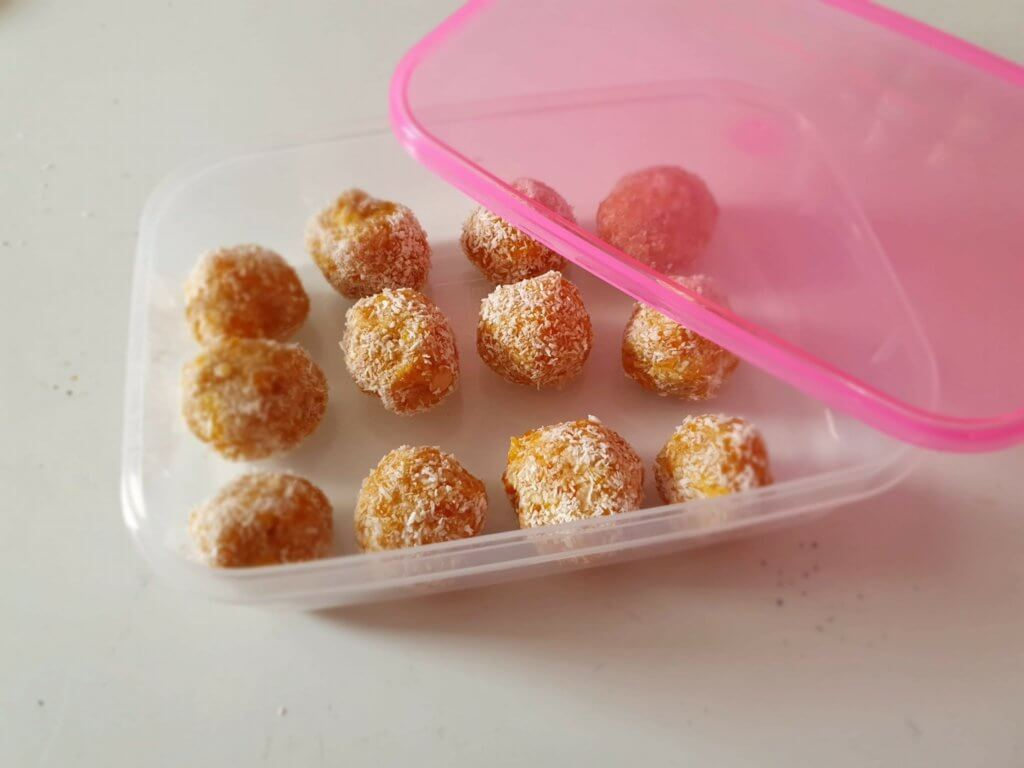 Homemade-bliss-balls-in-container-meal-prep