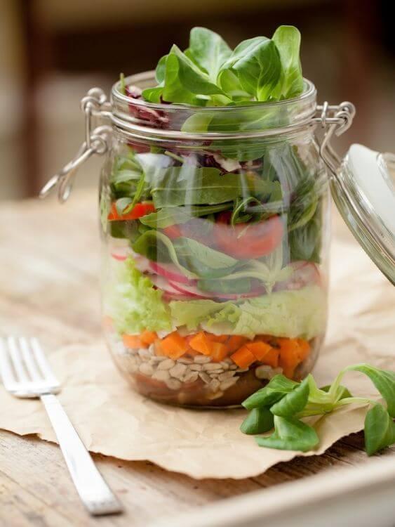 w-To-Perfect-The-Mason-Jar-Salad