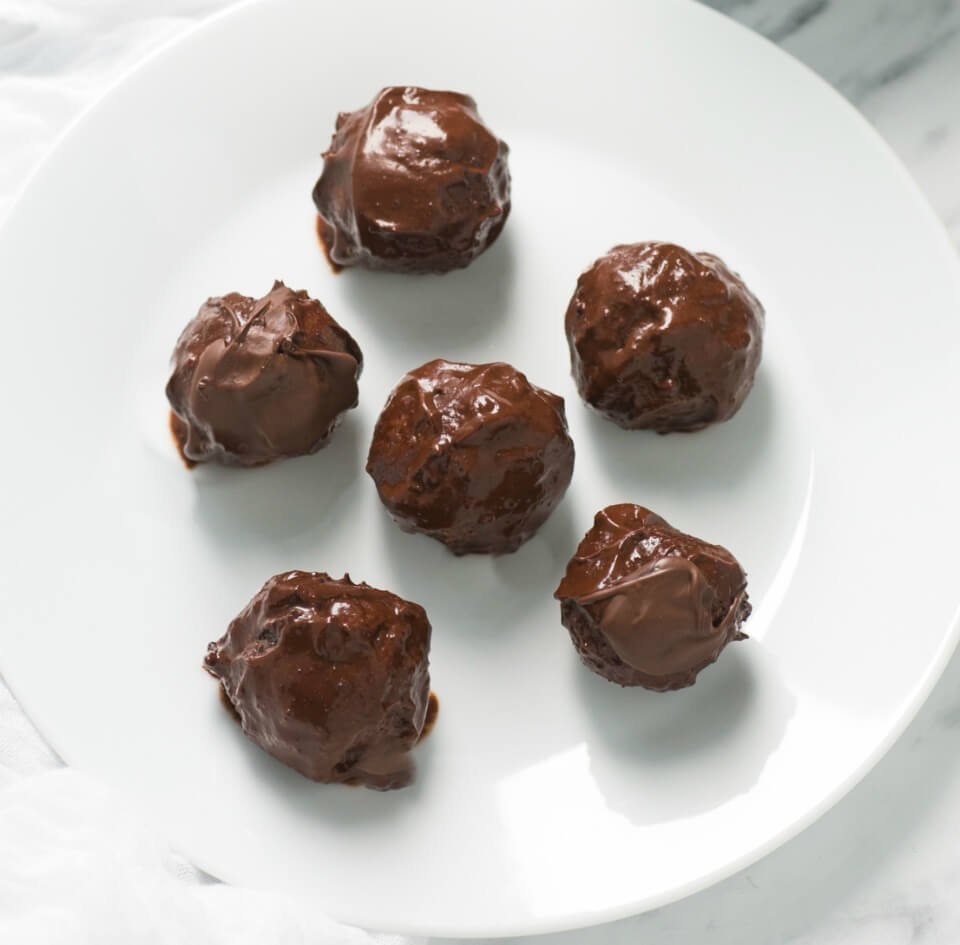 Cashew-and-Apricot-Chocolate-Fudge-Balls