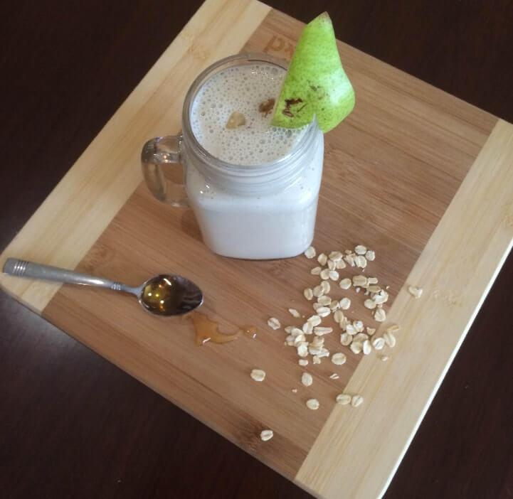 Pear, walnut and vanilla smoothie