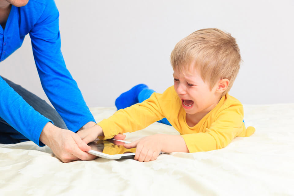 child-tantrum-ipad-screen-time