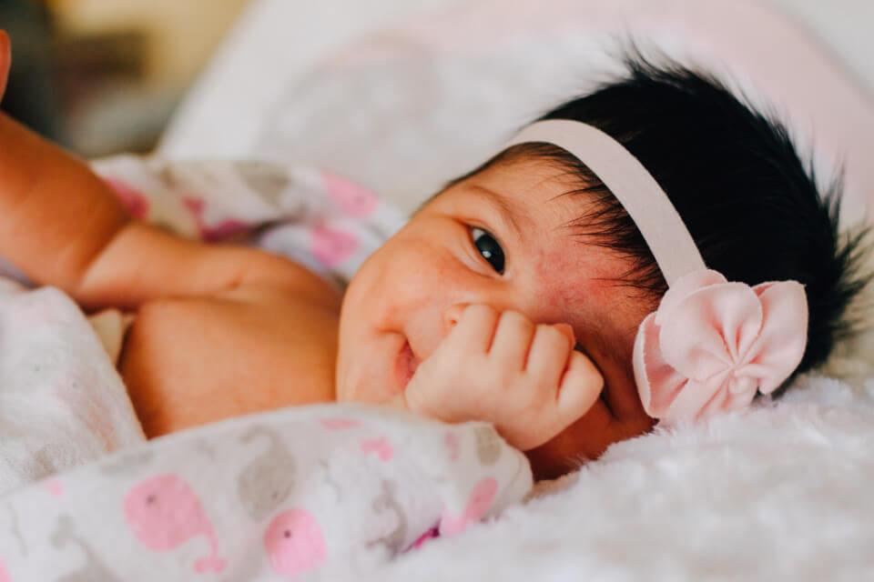 baby-girl-flower-hair